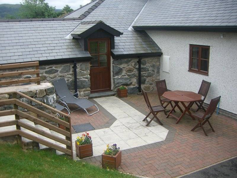 Glanllyn Lodge patio area